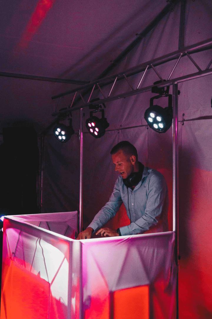 DJ Spiller på pult
