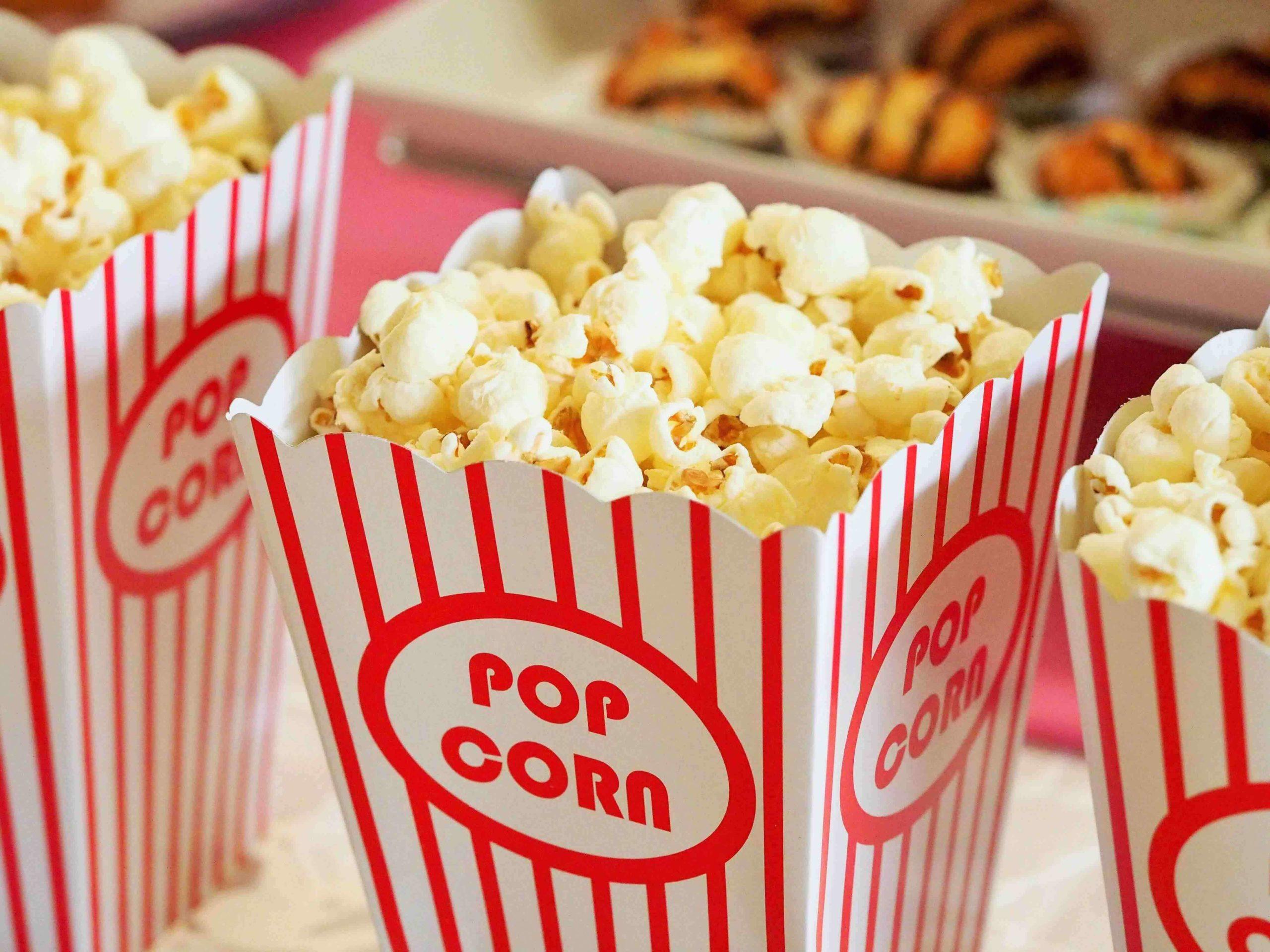 bæger_med_popcorn