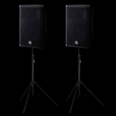 2 Yamaha DXR12 højtalere med stativer